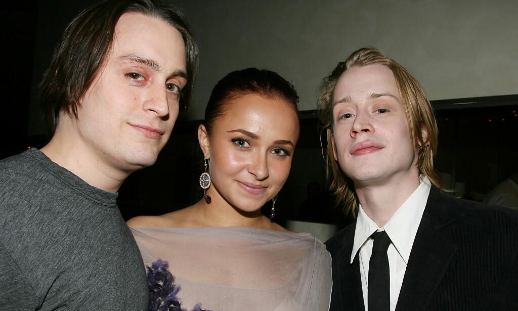 BERØMTE BRØDRE: Kieran (36) og Macaulay Culkin (38) har begge vokst opp i rampelyset. Her sammen med skuespiller Hayden Panettiere (29) i 2010. Foto: NTB Scanpix