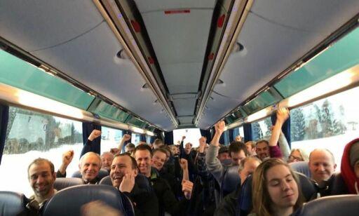 image: Demonstrantene på «ulvebussen»: - Stor frustrasjon