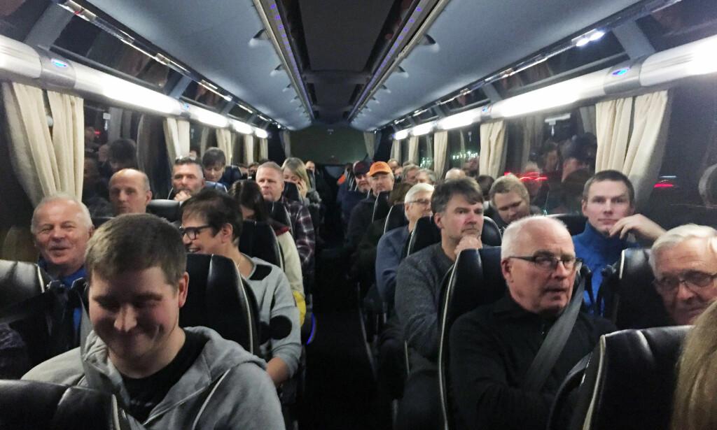 MOT ULVEPOLITIKK: Tynset Bondelag på vei fra Nord-Østerdalen for å delta i demonstrasjonen mot regjeringens rovdyrpolitikk i Oslo. Foto: Kristoffer Løkås / Dagbladet