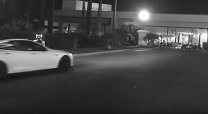 - Robot drept av selvkjørende Tesla