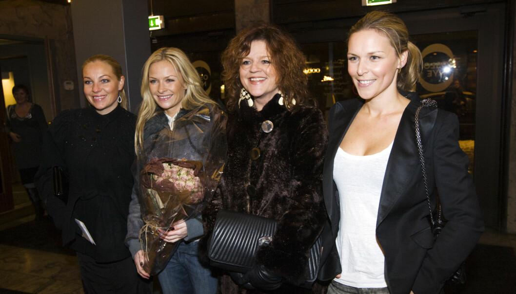 GODE VENNER: Fra venstre Janne Formoe, Synnøve Skarbøe, Signy Fardal og Vanessa Rudjord på premiereforestillingen på Les Misérables på Hovedscenen i Oslo i 2009. Foto: NTB Scanpix