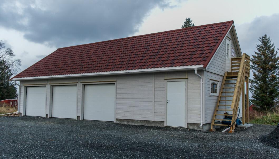 <strong>SMARTE LØSNINGER:</strong> Hushovdmodellen til Igland Garasjen kan tilpasses akkurat som man ønsker. Med trappa på utsiden ble det enda mer plass inne. Foto: Jørgen Iversen Lie