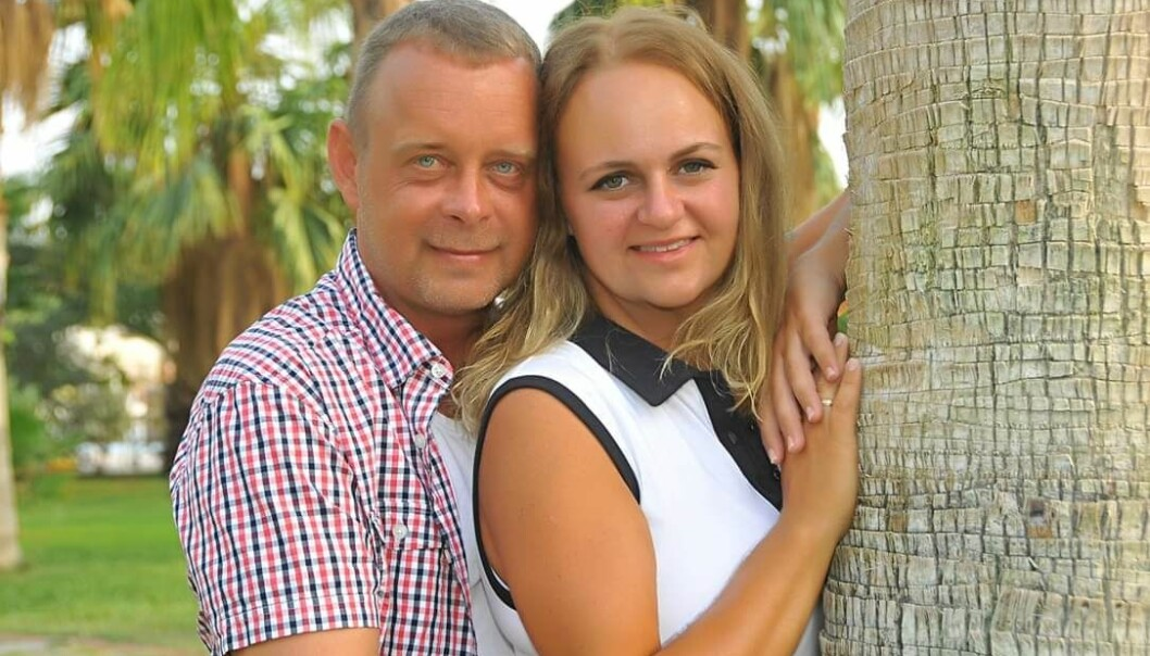 ET HELT NYTT LIV: Etter å ha vært svært syk i mange år, kunne Marte og ektemannen André Rindal i fjor feire Martes gode helse og ti års bryllupsdag i Tyrkia. FOTO: Privat