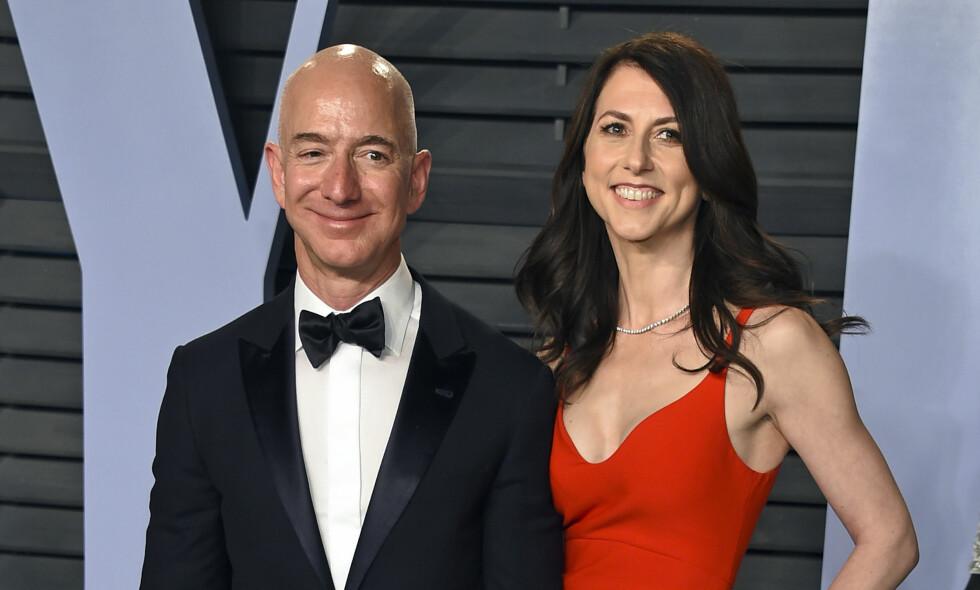 SKILLES: Etter 25 år som mann og kone går Jeff og Mackenzie Bezos hver til sitt. Foto: NTB Scanpix