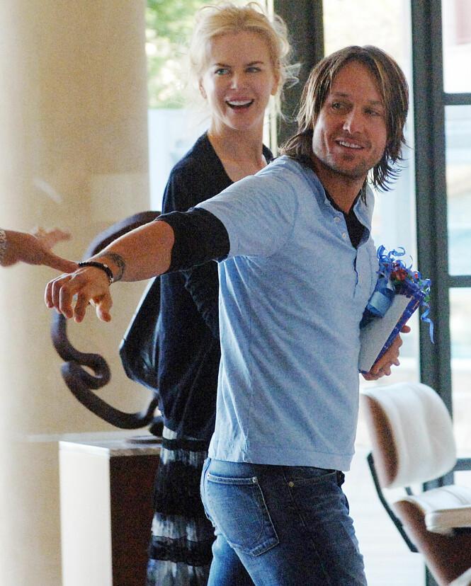 <strong>STRÅLTE:</strong> Stjerneduoen møttes i 2005, og allerede da visste Nicole Kidman at Keith Urban var den rette. Her er paret fotografert i lobbyen på et hotell i Sydney i 2006. Foto: NTB scanpix