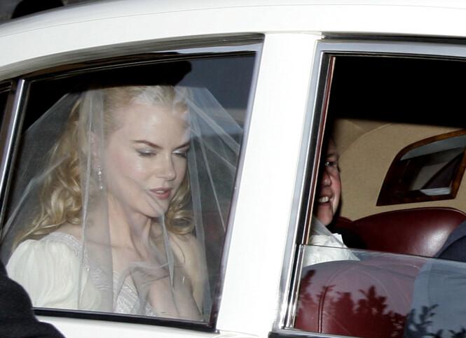<strong>GIFTET SEG:</strong> Et år etter at stjerneparet møttes, giftet de seg i Australia. Her er Nicole Kidman avbildet på vei til vielsen i 2006. Foto: NTB scanpix