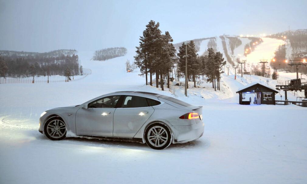 160.000 KRONER DYRERE: Tesla har besluttet å fjerne 75 kWt-batterialternativene fra Model S og Model X. Dermed blir det 823.300 kroner for den billigste Model S. Foto: Stein Inge Stølen
