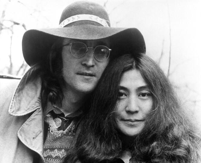 IKONISK PAR: John og Yoko i 1973. Bare sju år senere var John skutt og drept. Yoko Ono har jobbet videre som kunstner og er i dag 85 år. John Lennon ville vært 79 år om han hadde fått leve. FOTO: NTBScanpix.