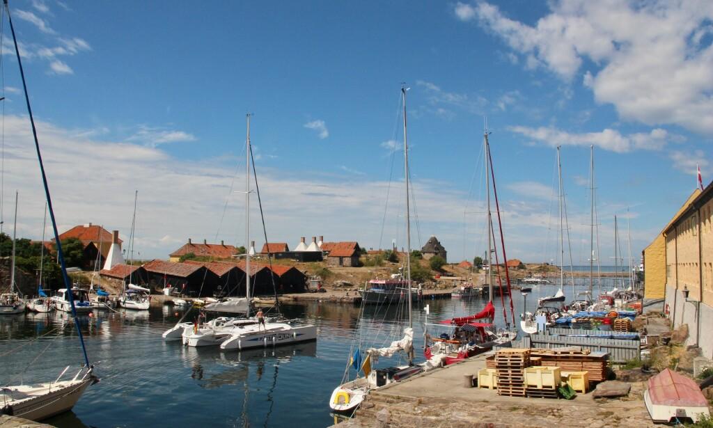 Båttur: Ta gjerne turen fra Gudhjem og ut til øya Christiansø. Her er både hotell, butikk og en sjarmerende restaurant. Foto: Odd Roar Lange/The Travel Inspector