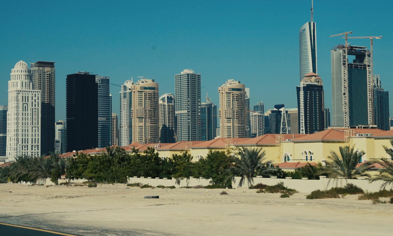 FAMILIEBOLIGER: Utenfor sentrum er det bygget flere tusen rekkehus for utenlandske familier som har bosatt seg i Dubai. Sju stykker er tilknyttet en nordmann i 50-åra bosatt i Buskerud.
