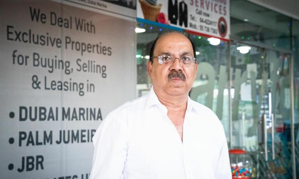 MEKLER: Eiendomsmegler Raj forteller at folk fremdeles dukker opp med kontanter og sjekker for å gjøre opp boligkjøp i Dubai.