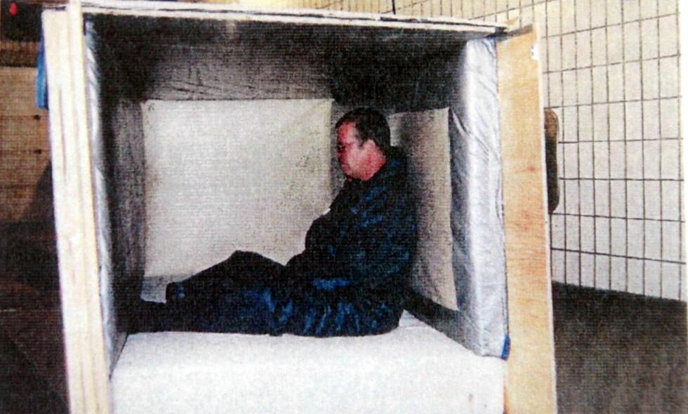 HOLDT FANGET: I denne boksen ble Fabian Bengtsson holdt fanget i 17 dager. Foto: Annette Friberg / TT Nyhetsbyrå