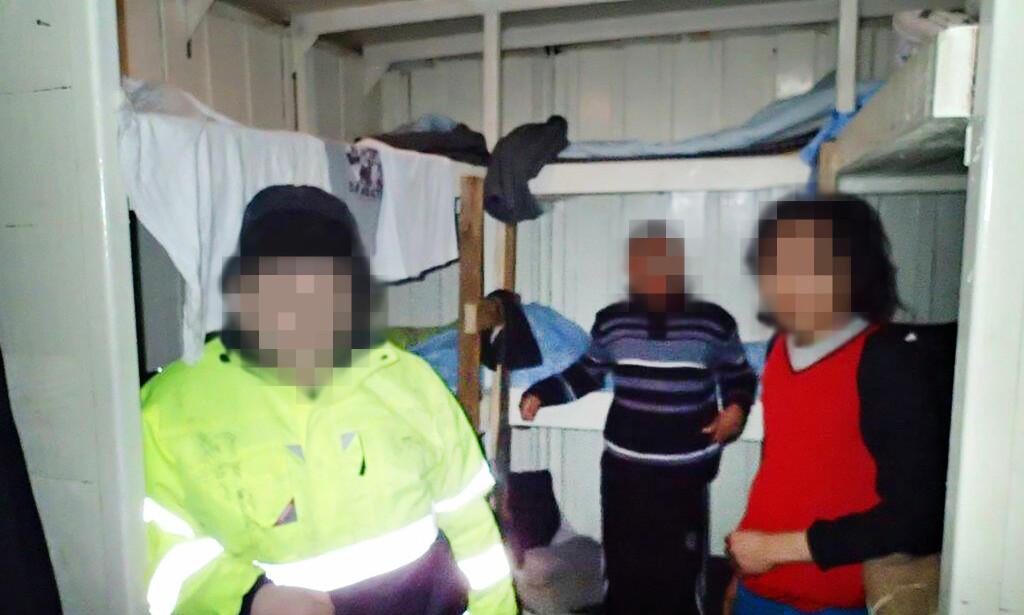 ELENDIGE FORHOLD: I et uisolert lagerskur på dekk levde to indonesiere under så elendige forhold at de ble hjemsendt. Båten fraktet mannskap, agn og utstyr til de latviske snøkrabbeskipene i Båtsfjord. Foto: Kystvakta