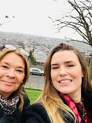 <strong>UROLIG:</strong> Svenske Caroline Bladh og mora befant seg like i nærheten av dagens eksplosjon i Paris. Hun forteller at hun ble urolig da hun hørte den. FOTO: Privat