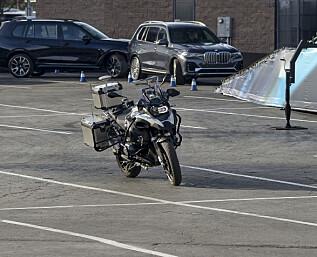 Slik skal BMW gjøre motorsykkelen tryggere