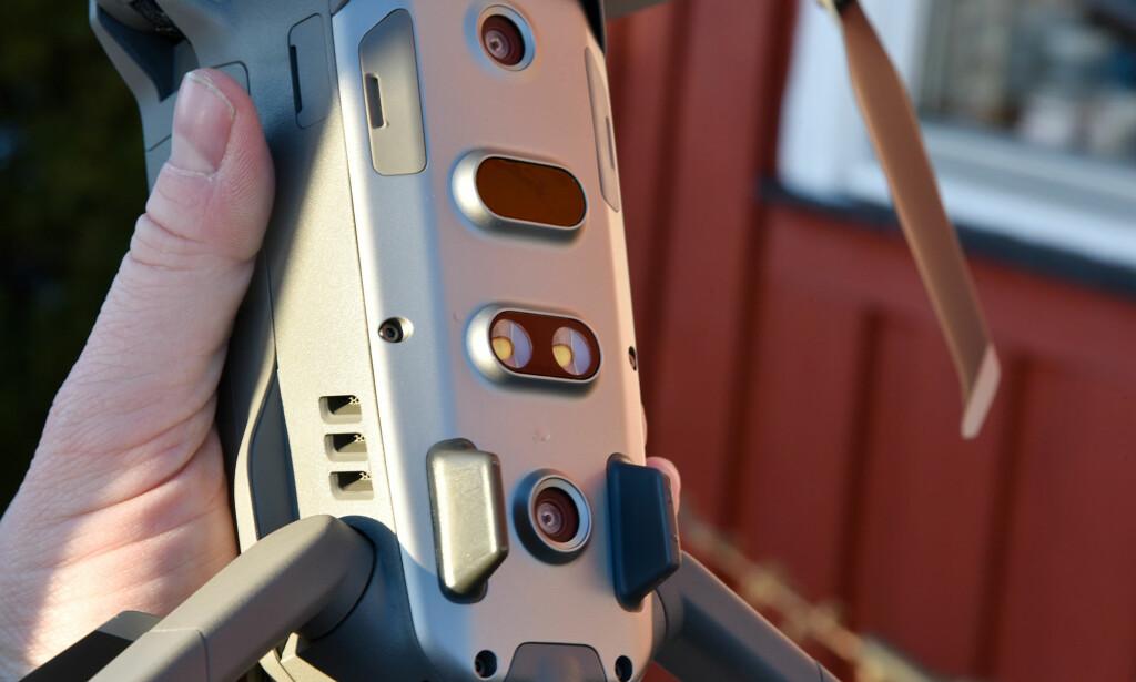 VELUTSTYRT: Sensorer både over, under, bak, foran og på sidene analyserer hele tiden omgivelsene for å hindre dronen i å krasje. Foto: Pål Joakim Pollen