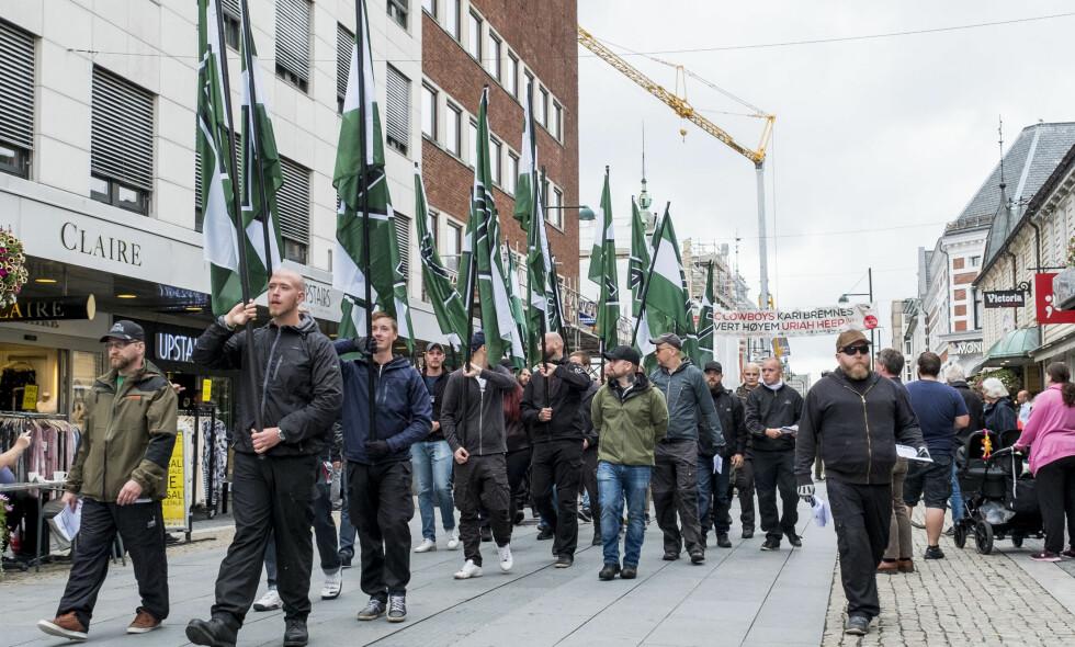 UANMELDT: I juli 2017 dukket Den nordiske motstandsbevegelsen plutselig opp i Kristiansand, etter å ha fått avslag på å demonstrere i Fredrikstad. Foto: Tor Erik Schrøder / NTB scanpix