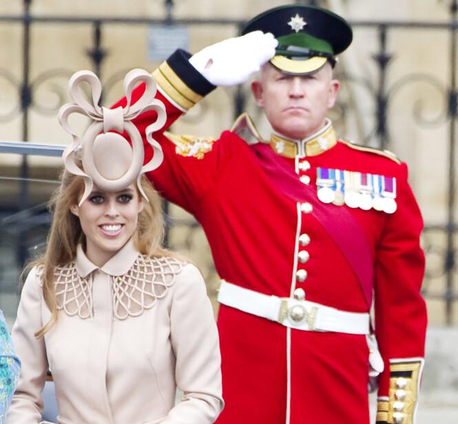 <strong>FIKK MYE OPPMERKSOMHET:</strong> Den Philip Treacy-designede hatten skapte mye furore under prinsebryllupet i 2011 - men prinsesse Beatrice så på det som utelukkende positivt at den fikk mye oppmerksomhet. Hun solgte den nemlig videre på en auksjon, og ga overskuddet til UNICEF. FOTO: NTB Scanpix
