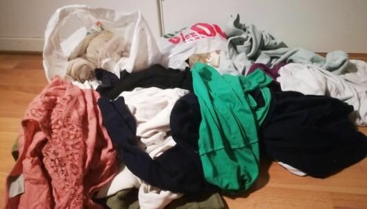 GI ROTET NYTT LIV: De gamle klærne du ikke vil ha lenger, trenger ikke nødvendigvis kastes eller gis bort - prøv heller å lage noe ut av dem! Foto: Camilla Øino