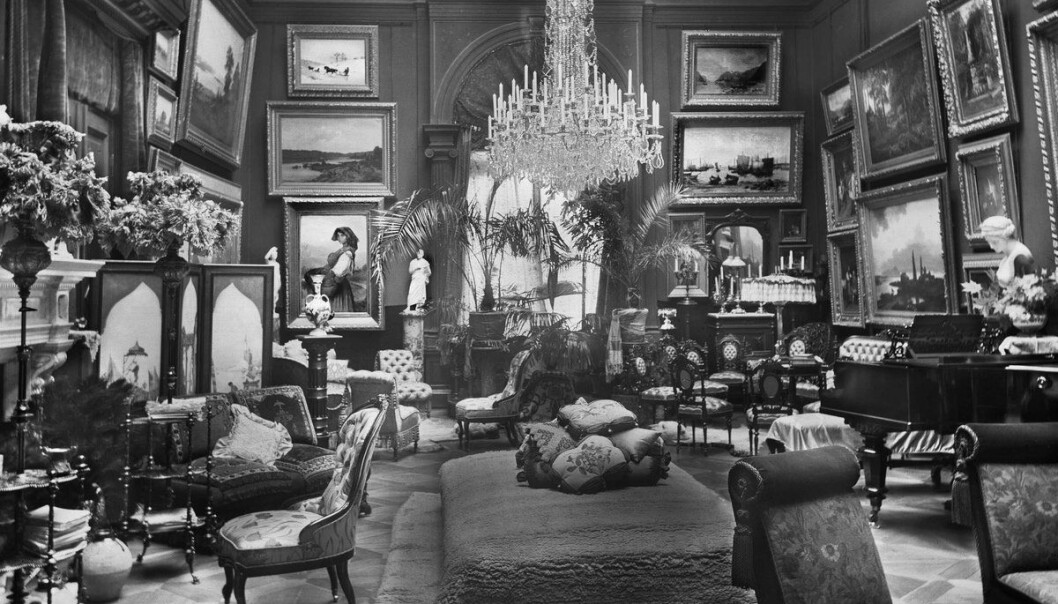 KRINKELKROKER: Rengjøring i en standsmessig leilighet kunne ta sin tid. Denne tilhørte i 1908 Hans Rasmus Astrup. FOTO: Anders Beer Wilse / Oslo Museum