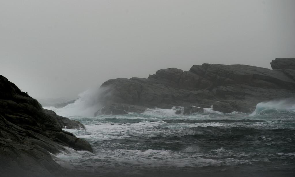 RAMMES: Kystområder som dette i Øygarden rammes av plastforurensning på grunn av havstrømmene. Foto: Marit Hommedal / NTB scanpix