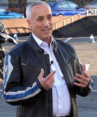 PRESIDENTEN BMW MOTORAD: Mike Peyton foklarer at målet er å gjør motorsykkelkjøring tryggere, ikke kjedeligere. FOTO: Jon Beck