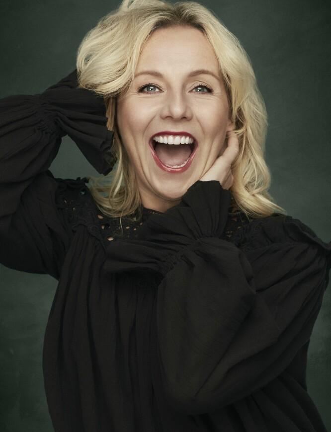 Prestasjonsangsten mange skuespillere sliter med, har Linn Skåber funnet et botemiddel for: – Jeg har et bilde av meg selv som en bryggerhest, som går med sakte, tunge skritt. Ikke som en galopphest i sprint på vei mot premieren. Da blir jeg gal. FOTO: Truls Qvale