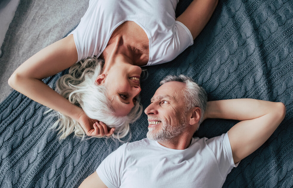 <strong>TRYGG:</strong> At man er tryggere på seg selv, har mindre fokus på sex og en velfungerende seksualitet, kan være typiske årsaker til at pornografi blir mer et forstyrrende element med alderen. Foto: Shutterstock
