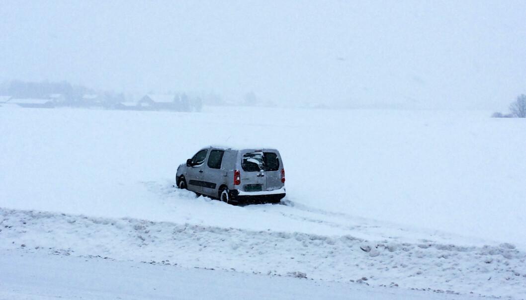 <strong>KJØRTE UT:</strong> En bil var uheldig og kjørte ut. Foto: Audun Hageskal / Dagbladet
