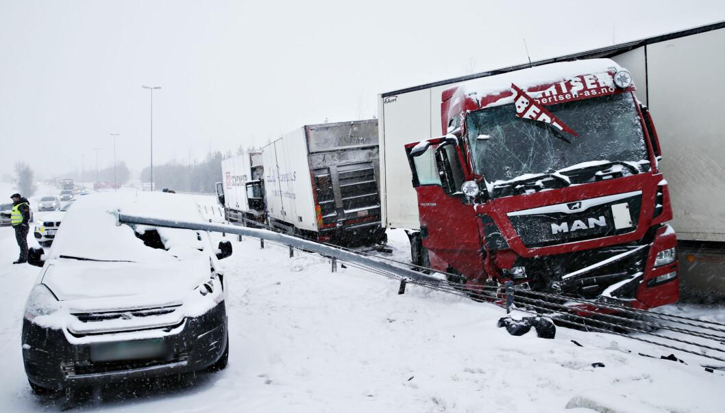 <strong>KRASJ:</strong> Flere trailere var involvert i ulykken. Foto: Henning Lillegård / Dagbladet