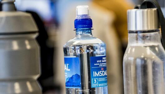 Forsker om drikkeflaske-tabben: - Ikke skyll i varmt vann