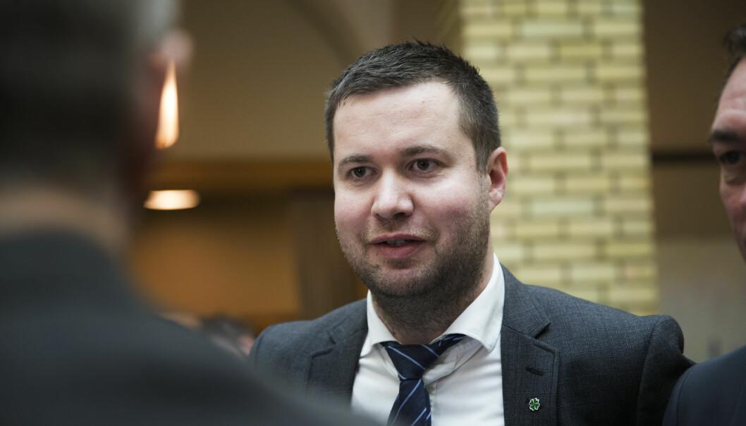 LAKS OG STORFE: Geir Pollestad, leder i Stortingets næringskomité mener at en rekke ting skiller produksjon av laks og produksjon av storfekjøtt. Foto: Scanpix