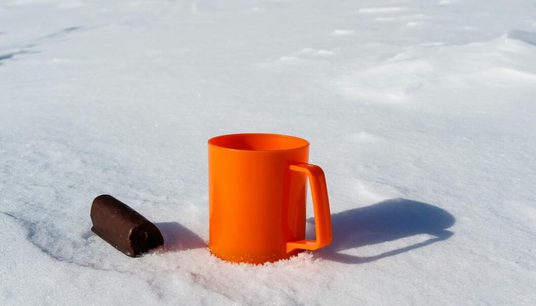 PAAAAAAUSE: Å sitte i borg var det beste med skidagen - spesielt om man hadde greid å IKKE knuse termosen underveis. FOTO: NTBScanpix