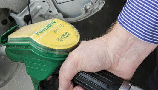 Billigere bensin tre måneder på rad