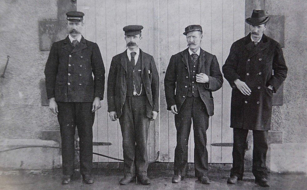 <strong>SPORLØST FORSVUNNET:</strong> Like før jul 1900 forsvant fyrvokterne (f.v.) Donald McArthur, Thomas Marshall og James Ducat sporløst. Robert Muirhead (t.h.) etterforsket saken. Foto: Ukjent