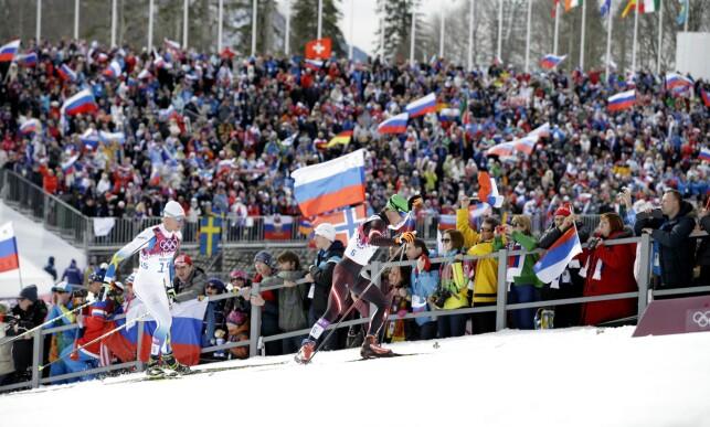 IMPONERTE: Johannes Dürr (foran) fyker opp bakkene under OL i russiske Sotsji i 2014. Her fra 30-kilometeren der han kom på åttendeplass. Bak: Sveriges Daniel Richardsson. Foto: NTB scanpix