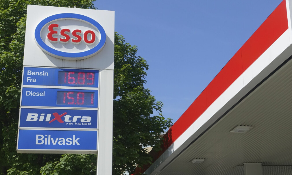 DRIVSTOFFAVGIFTER: Bensin har fortsatt høyere avgifter enn diesel, selv om det siden 2015 har vært et mål om at diesel skal ha de høyeste avgiftene. Foto: NTB Scanpix