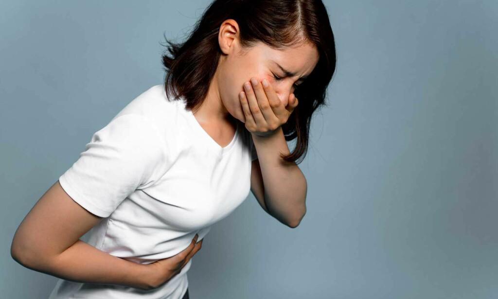 PLUTSELIG KVALM: Symptomene på omgangssyke kan komme ganske brått på, og du blir kvalm, uvel og kan kaste opp. Noen får også diaré. Foto: NTB Scanpix/Shutterstock