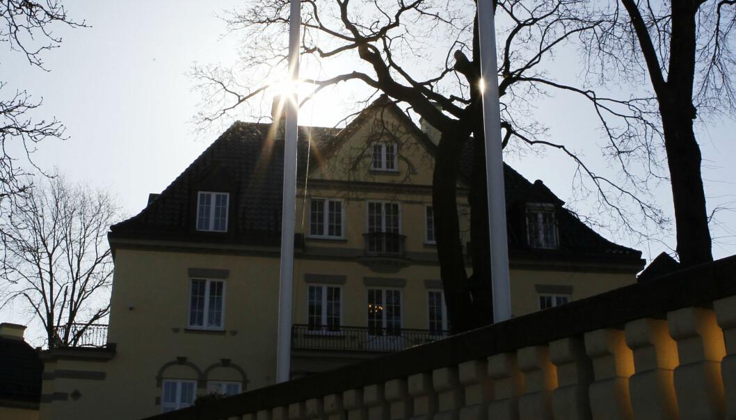 UØNSKET: UD bekrefter at en polsk konsul er erklært uønsket i Norge. Bakgrunnen er at UD mener at hans opptreden i flere konsulære saker ikke har vært forenlig med rollen som diplomat. Her er et bilde av Polens ambassade i Oslo. FOTO: Cornelius Poppe / NTB Scanpix