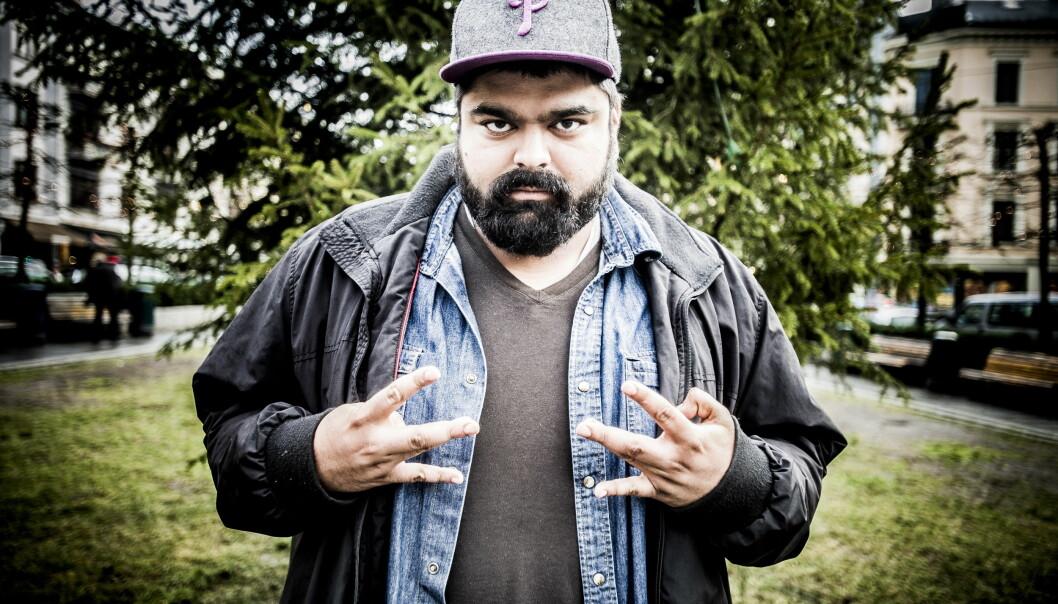 <strong>SYNGER UT:</strong> Komiker «Abu» Hussain reagerer sterkt på invitasjonene til Humorprisen. Foto: Thomas Rasmus Skaug