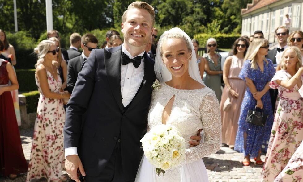 NYGIFT: Katarina Flatland (29) og Harald Dobloug (29) ga hverandre sitt ja i fjor sommer. Nå nyter de livet på bryllupsreise i fire uker. Foto: Espen Solli / Se og Hør