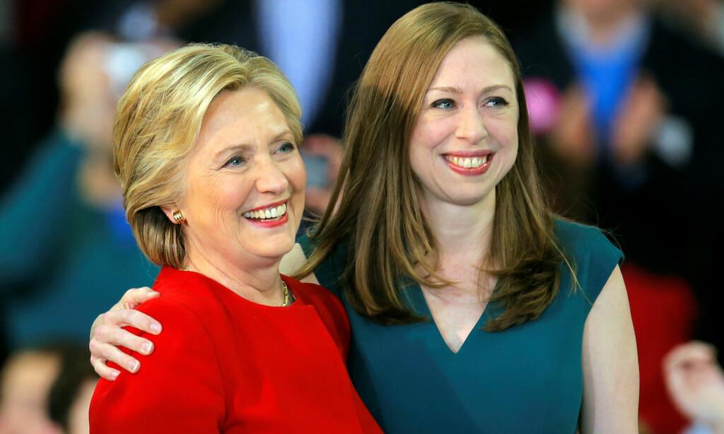 FAMILIEFORØKELSE: Hillary Clinton kan juble over å bli bestemor igjen etter at datteren Chelsea tirsdag annonserte at hun er gravid. Foto: NTB Scanpix