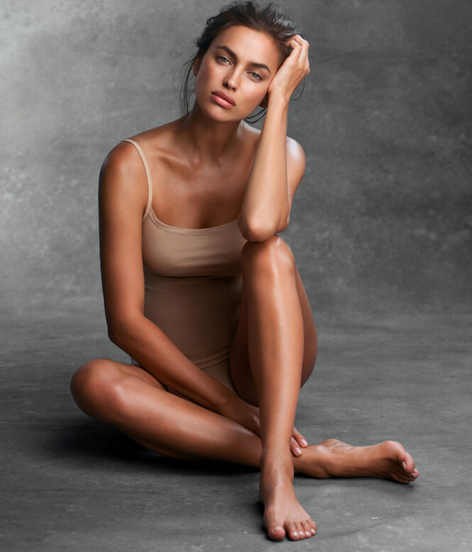 USIKKER SOM UNG: Modell Irina Shayk har tidligere fortalt at hun som 20-åring var flau da hun var sammen de andre modellene på grunn av klærne sine. Foto: NTB scanpix