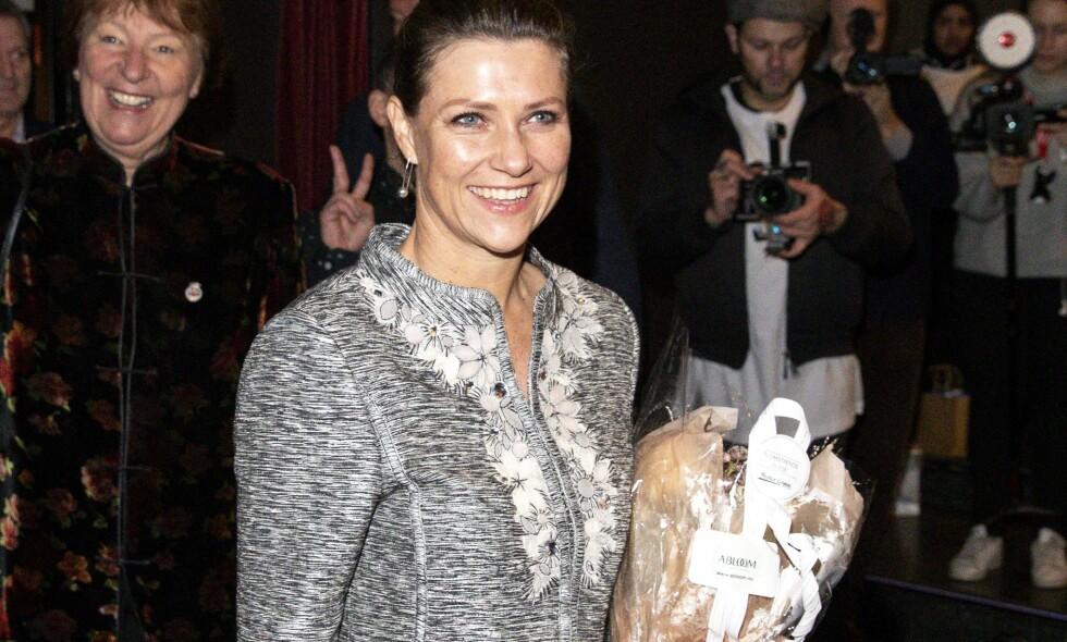 KRITIKK: Prinsesse Märtha Louise er i disse dager på World Economics Forum i Davos, der hun blant annet har deltatt i en paneldebatt. Hun kritiseres nå for rolleblanding, etter å ha delt bilde av navneskiltet sitt i sosiale medier. Dette bildet ble tatt ved en annen anledning. Foto: Andreas Fadum