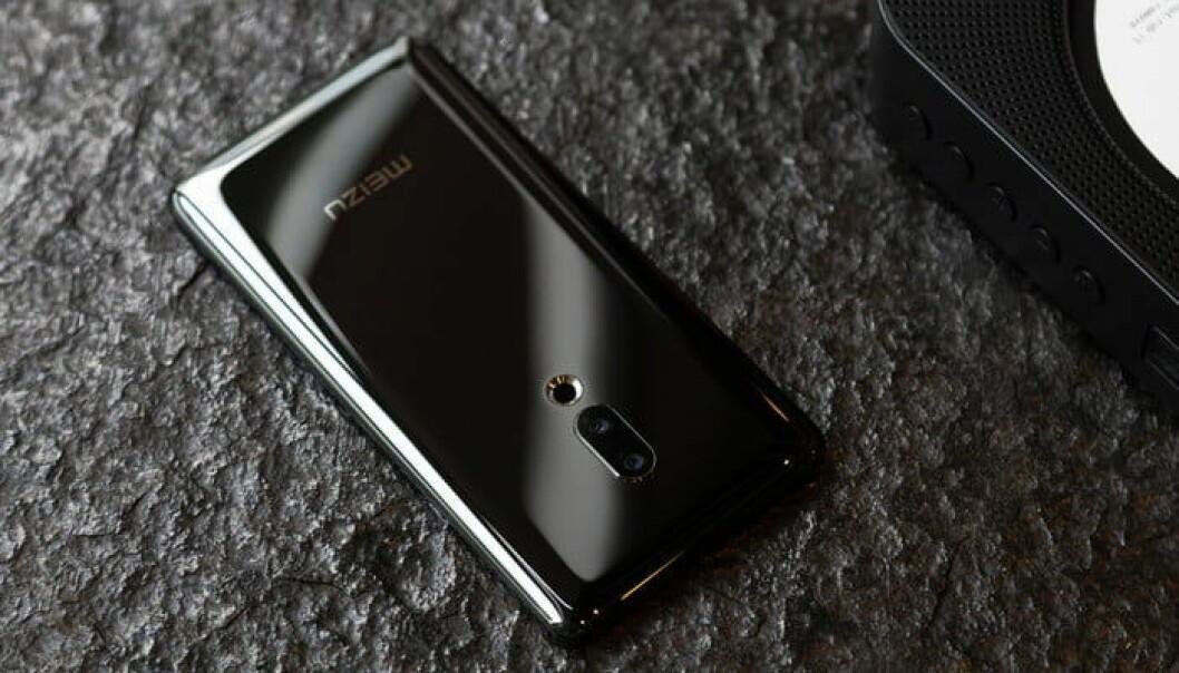 Ingen fysisk fingersensor, den sitter nemlig i skjermen. Foto: Meizu