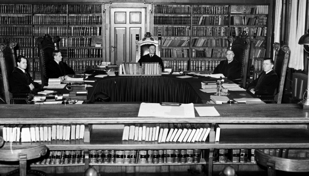 OSLO: Den kommissariske «høyesterett» januar 1941. I midten formannen Jacob Andreas MohrMohr, th. for ham Konstad og Selmer. Tv. for ham Aslaksen og Vassbotn. Etter krigen ble dommerne idømt straff på linje med landsvikerne. Foto: NTB Scanpix
