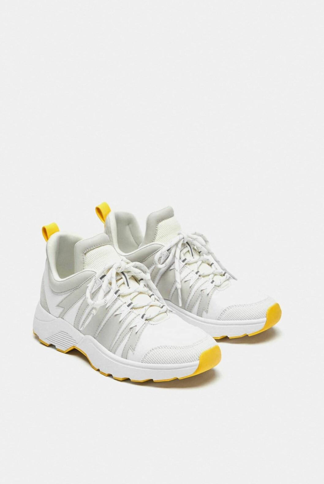 <strong>Sneakers fra Zara |250,-| https:</strong>//www.zara.com/no/no/joggesko-med-detalj-ved-h%C3%A6len-p13400301.html?v1=6575943&v2=1177663