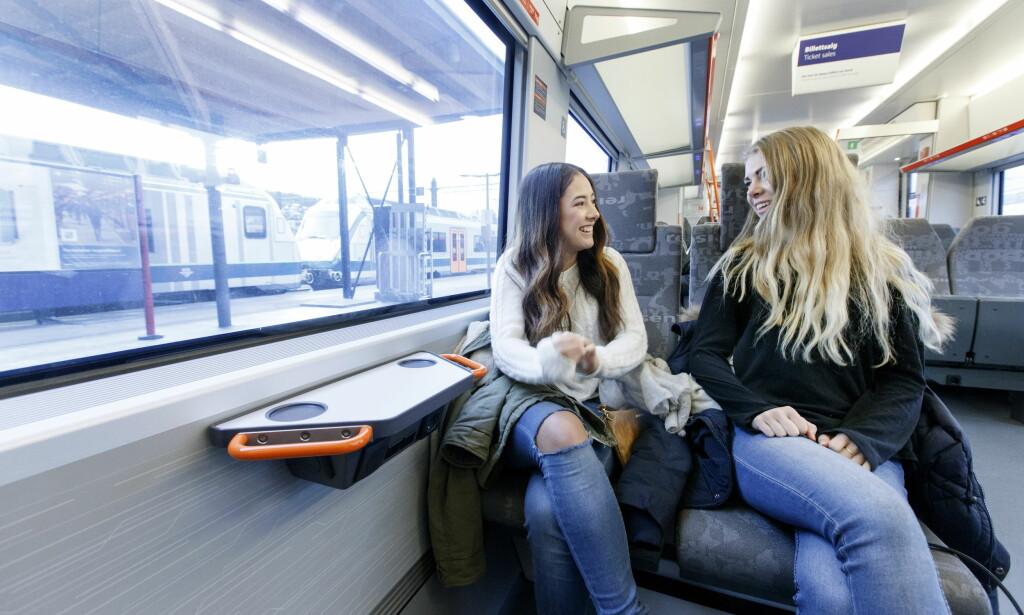 ØKER GRENSEN, MEN KUTTER RABATT: Barn og ungdom får 50 prosent på togreisen til de fyller 18 år. Foto: Gorm Kallestad/NTB scanpix
