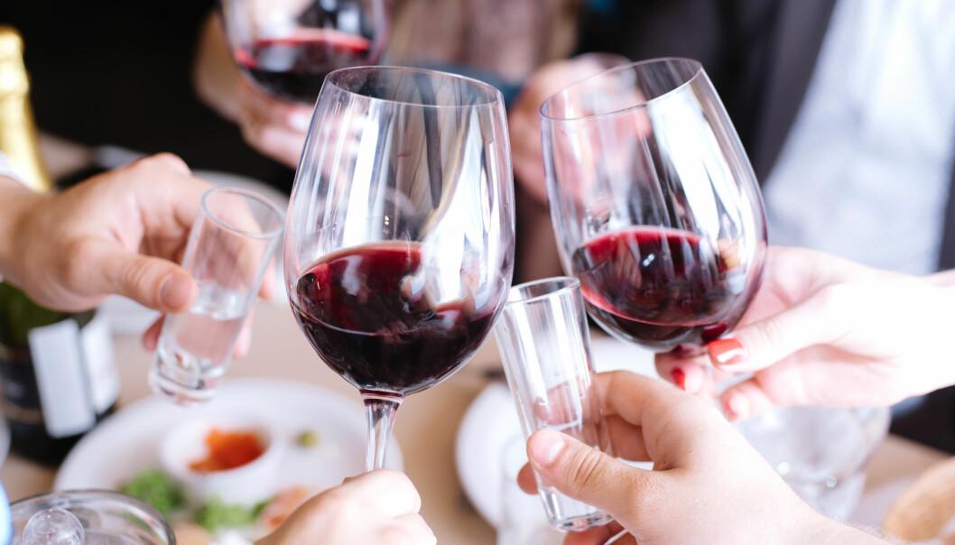 TØRKER UT: Mye alkohol over tid vil kunne synes på huden, som kan bli gusten og miste elastisitet. FOTO: NTB Scanpix