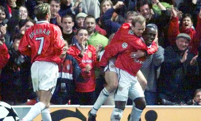 <strong>STJERNEGALLERI:</strong> Henning Berg, som her henger på ryggen til Dwight Yorke, var en del av Uniteds suksess på 90-tallet. Foto: Dan Chung / REUTERS / NTB Scanpix